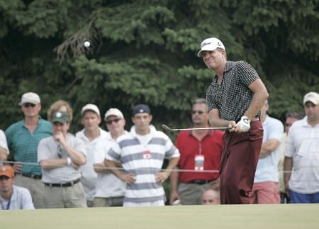 Steve Elkington chips in on the 11th hole during the final round of the 2005 PGA Championship at Baltusrol Golf Club in Springfield, New Jersey on August 14, 2005.Photo by Sam Greenwood/WireImage.com