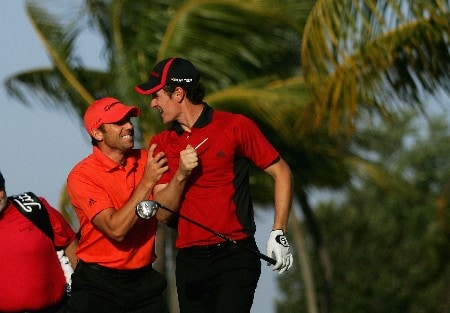 MIAMI - MARCH 19:  Sergio Garcia of Spain jokes around with Englishman Justin Rose during practice for the 2008 World Golf Championships CA Championship at the Doral Golf Resort & Spa, on March 19, 2008 in Miami, Florida.  (Photo by Warren Little/Getty Images)