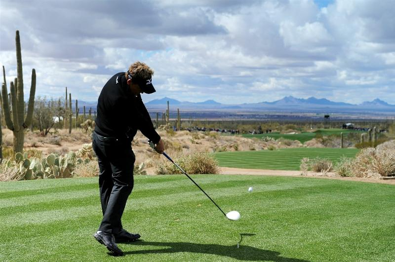 MARANA, AZ - FEBRUARY 27:  Luke Donald of England hits his tee shot on the first hole during the final round of the Accenture Match Play Championship at the Ritz-Carlton Golf Club on February 27, 2011 in Marana, Arizona.  (Photo by Stuart Franklin/Getty Images)