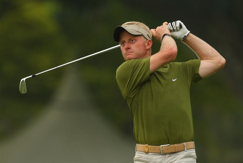 SINGAPORE - NOVEMBER 13:  Simon Dyson of England in action during the first round of the Barclays Singapore Open at Sentosa Golf Club on November 13, 2008 in Singapore.  (Photo by Ian Walton/Getty Images)