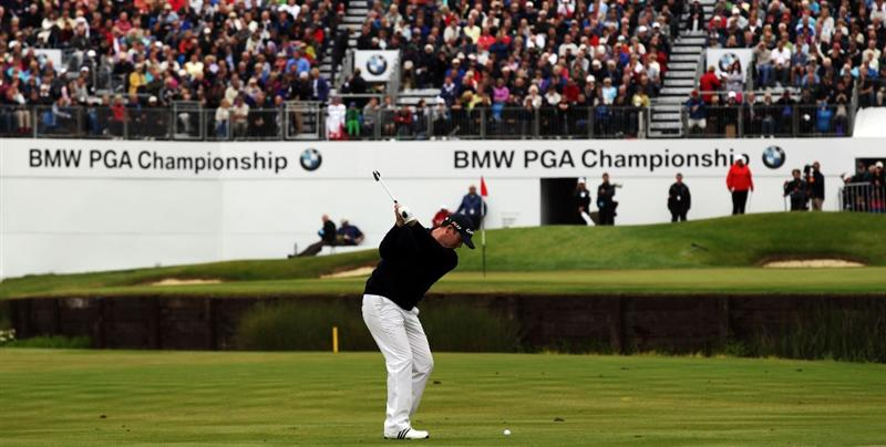 VIRGINIA WATER, ENGLAND - MAY 27:  Marcus Fraser of Australia hits his 3rd shot on the 18th hole during the second round of the BMW PGA Championship at the Wentworth Club on May 27, 2011 in Virginia Water, England.  (Photo by David Cannon/Getty Images)
