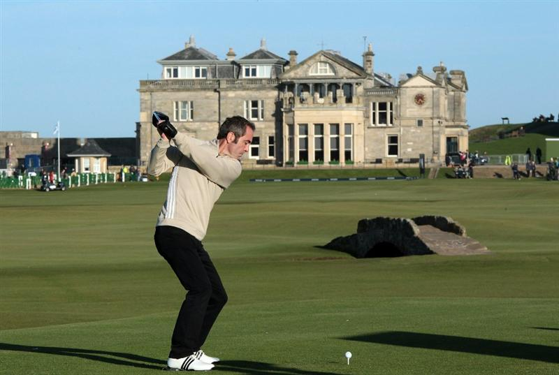 ST ANDREWS, SCOTLAND - OCTOBER 07: James Nesbitt of Northern Ireland the actor on the 18th tee during the first round of The Alfred Dunhill Links Championship at The Old Course on October 7, 2010 in St Andrews, Scotland.  (Photo by David Cannon/Getty Images)