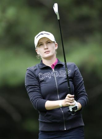 SYLVANIA, OH - JULY 02:  Sarah Jane Smith watches her tee shot on the sixth hole during the first round of the Jamie Farr Owens Corning Classic at Highland Meadows Golf Club on July 2, 2009 in Sylvania, Ohio.  (Photo by Gregory Shamus/Getty Images)