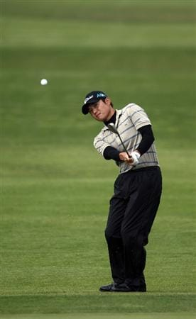 LA JOLLA, CA - FEBRUARY 06:  Ryuji Imada hits off the 9th fairway during the 2nd Round of the Buick Invitational at the Torrey Pines North Course on February 6, 2009 in La Jolla, California. (Photo by Donald Miralle/Getty Images)