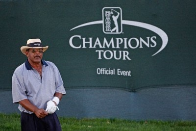 Jim Thorpe pulls off his glove after winning the Charles Schwab Cup Championship at Sonoma Golf Club on October 28, 2007, in Sonoma, California. Champions Tour - 2007 Charles Schwab Cup Championship - Final RoundPhoto by Chris Condon/PGA TOUR/WireImage.com
