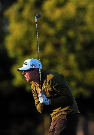 PACIFIC PALISADES, CA - FEBRUARY 19:  Hunter Mahan of USA watches his approach shot on the first hole during the first round of the Northern Trust Open at the Riviera Country Club February 19, 2009 in Pacific Palisades, California.  (Photo by Stuart Franklin/Getty Images)