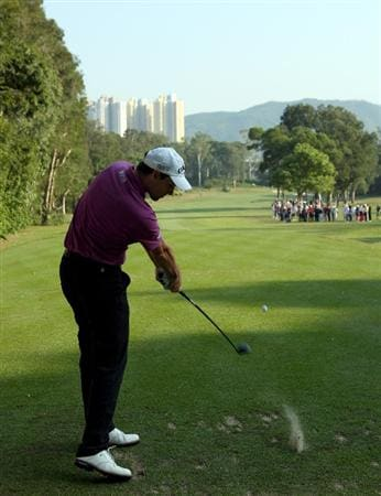 HONG KONG, CHINA - NOVEMBER 20:  Oliver Wilson of England plays his tee shot on the 15th hole during the first round of the UBS Hong Kong Open at the Hong Kong Golf Club on November 20, 2008 in Fanling, Hong Kong.  (Photo by Stuart Franklin/Getty Images)