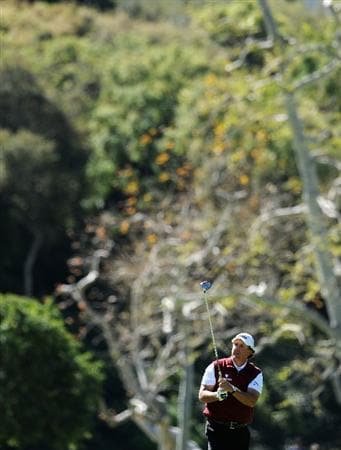 PACIFIC PALISADES, CA - FEBRUARY 20:  Phil Mickelson plays his tee shot on the 17th hole during the final round of the Northern Trust Open at Riviera Country Club on February 20, 2011 in Pacific Palisades, California.  (Photo by Stuart Franklin/Getty Images)