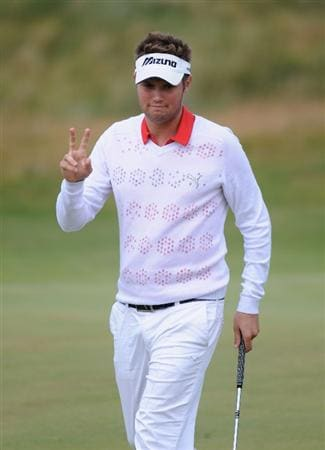 TURNBERRY, SCOTLAND - JULY 19:  Jeff Overton of USA acknowledges the crowd during the final round of the 138th Open Championship on the Ailsa Course, Turnberry Golf Club on July 19, 2009 in Turnberry, Scotland.  (Photo by Harry How/Getty Images)