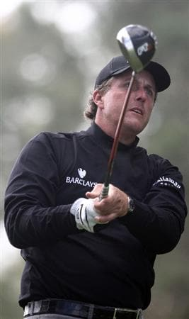 LA JOLLA, CA - FEBRUARY 06:  Phil Mickelson tees off the 11th hole during the 2nd Round of the Buick Invitational at the Torrey Pines North Course on February 6, 2009 in La Jolla, California. (Photo by Donald Miralle/Getty Images)