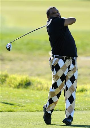 PEBBLE BEACH, CA - FEBRUARY 10:  Anthony Anderson plays a shot during the first round of the AT&T Pebble Beach National Pro-Am at Monterey Peninsula Country Club on February 10, 2011  in Pebble Beach, California.  (Photo by Stuart Franklin/Getty Images)