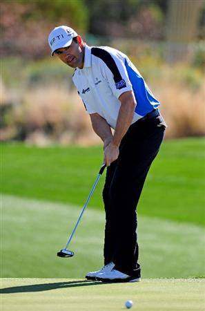 MARANA, AZ - FEBRUARY 17:  Padraig Harrington putting on the second hole during round one of the Accenture Match Play Championship at the Ritz-Carlton Golf Club on February 17, 2010 in Marana, Arizona.  (Photo by Stuart Franklin/Getty Images)