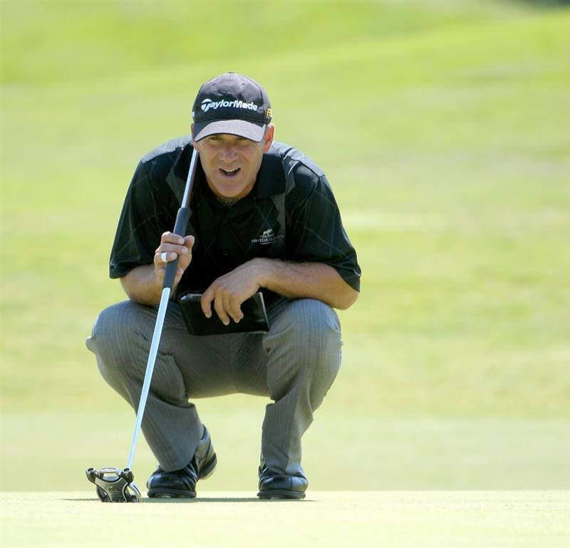 IRVING TX  - MAY 21:  Scott McCarron lines up a putt for birdie on the  2nd hole during the first round of  the HP Byron Nelson Championship held at the TPC Four Seasons Resort Las Colinas on May 21, 2009 in Irving, Texas.  (Photo by Marc Feldman/Getty Images)