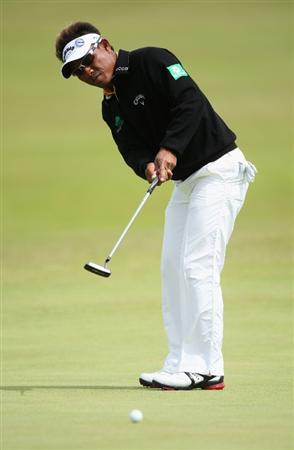 TURNBERRY, SCOTLAND - JULY 18:  Thongchai Jaidee of Thailand putts during round three of the 138th Open Championship on the Ailsa Course, Turnberry Golf Club on July 18, 2009 in Turnberry, Scotland.  (Photo by Andrew Redington/Getty Images)
