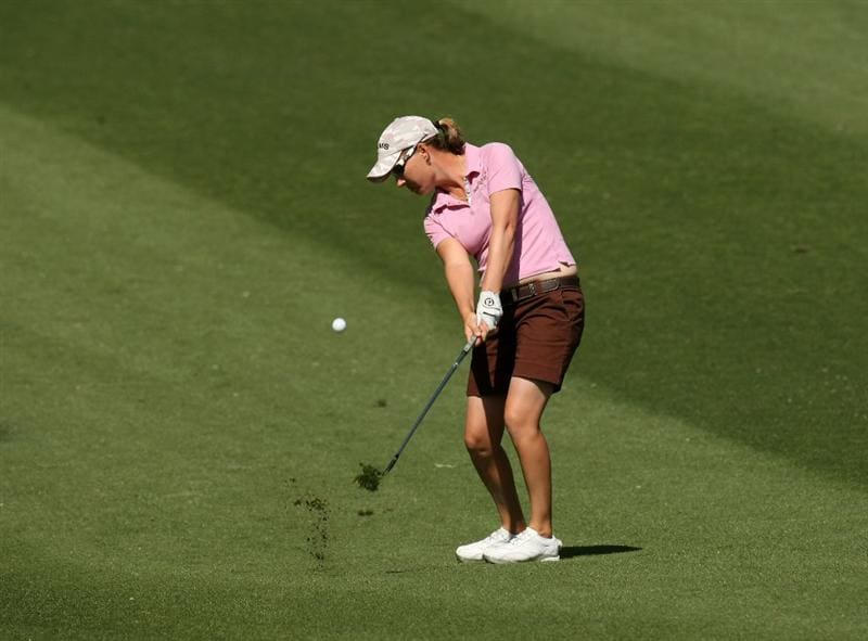 RANCHO MIRAGE, CA - APRIL 04:  Lindsey Wright of Australia pitches to the green on the 11th hole during the third round of the Kraft Nabisco Championship at Mission Hills Country Club on April 4, 2009 in Rancho Mirage, California.  (Photo by Stephen Dunn/Getty Images)