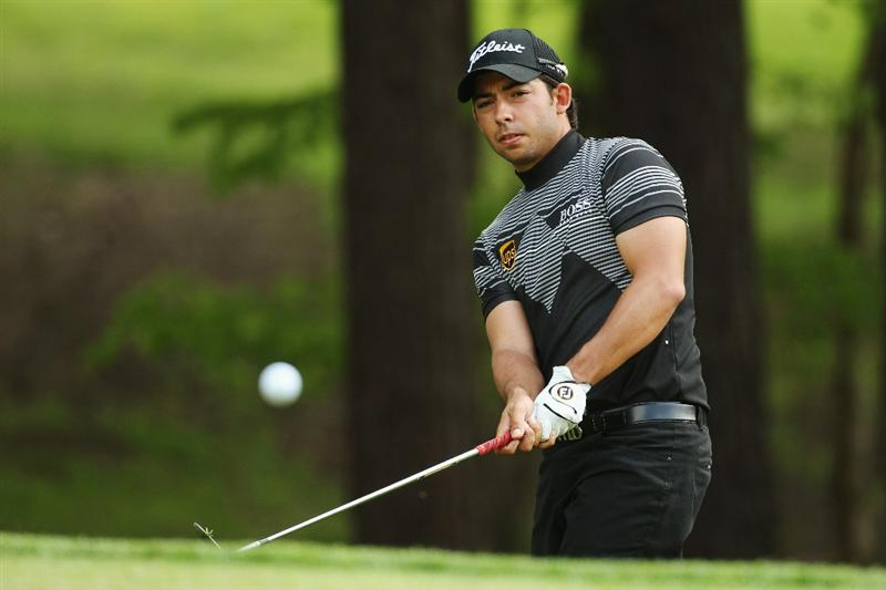 VIRGINIA WATER, ENGLAND - MAY 21:  Pablo Larrazabal of Spain plays a chip shot on the 10th during the second round of the BMW PGA Championship on the West Course at Wentworth on May 21, 2010 in Virginia Water, England.  (Photo by Ian Walton/Getty Images)