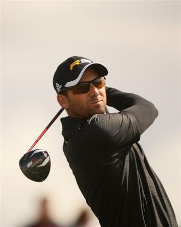 MARANA, AZ - FEBRUARY 21:  Sergio Garcia of Spain tees off on the second tee box during the consolation match final of the Accenture Match Play Championship at the Ritz-Carlton Golf Club at  on February 21, 2010 in Marana, Arizona.  (Photo by Darren Carroll/Getty Images)