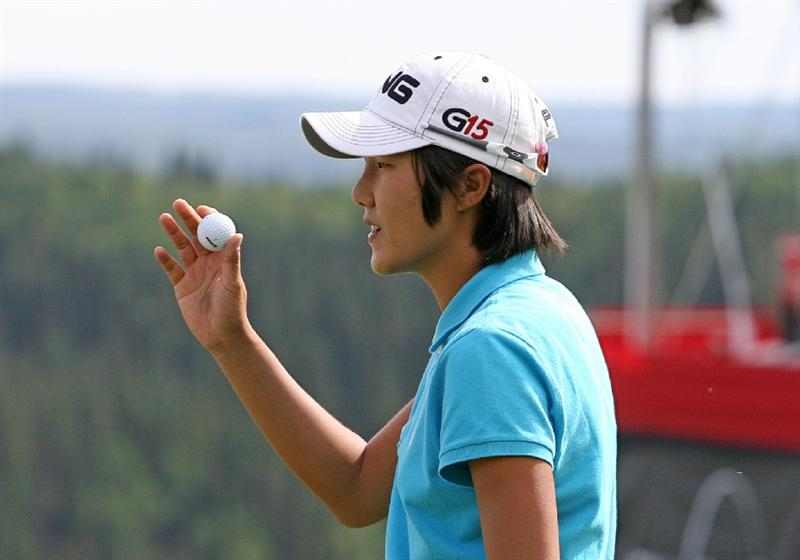 CALGARY, AB - SEPTEMBER 04 : Song-Hee Kim of South Korea waves to the crowd on the 18th green during the second round of the Canadian Women's Open at Priddis Greens Golf & Country Club on September 4, 2009 in Calgary, Alberta, Canada. (Photo by Hunter Martin/Getty Images)