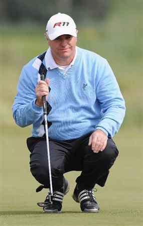 RAGUSA, ITALY - MARCH 18:  Stephen Dodd of Wales lines up his putt on the 18th hole during the second round of the Sicilian Open at the Donnafugata golf resort and spa on March 18, 2011 in Ragusa, Italy.  (Photo by Stuart Franklin/Getty Images)