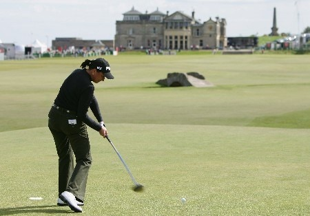 ST ANDREWS, UNITED KINGDOM - JULY 31:  Sherri Steinhauer of the USA tees off on the 18th hole during practice for the 2007 Ricoh Womens British Open held on the Old Course at St Andrews on July 31, 2007 in St Andrews, Scotland.  (Photo by Warren Little/Getty Images)