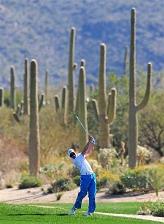 MARANA, AZ - FEBRUARY 17:  Sergio Garcia of Spain plays his approach shot on the second hole during round one of the Accenture Match Play Championship at the Ritz-Carlton Golf Club on February 17, 2010 in Marana, Arizona.  (Photo by Stuart Franklin/Getty Images)