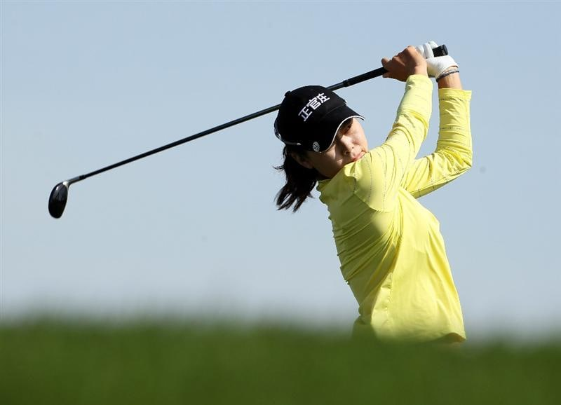 PHOENIX, AZ - MARCH 19:  Sun Young Yoo of South Korea hits her tee shot on the sixth hole during the second round of the RR Donnelley LPGA Founders Cup at Wildfire Golf Club on March 19, 2011 in Phoenix, Arizona.  (Photo by Stephen Dunn/Getty Images)