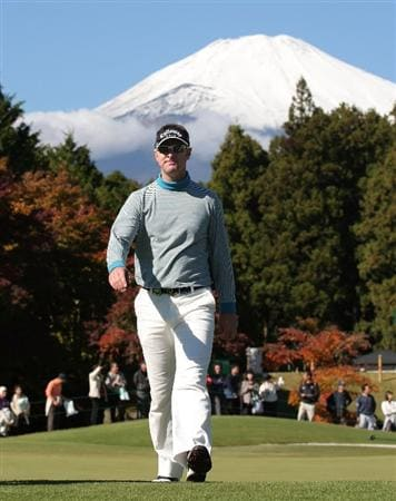 GOTENBA, JAPAN - NOVEMBER 13:  Brendan Jones of Australia walks off on the 16th green during the first round of Mitsui Sumitomo Visa Taiheiyo Masters at Taiheiyo Club on November 13, 2008 in Gotenba, Shizuoka, Japan.  (Photo by Koichi Kamoshida/Getty Images)
