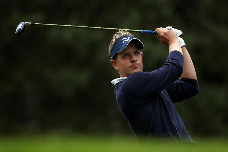 VIRGINIA WATER, ENGLAND - MAY 29:  Luke Donald of England tees off on the 8th hole during the final round of the BMW PGA Championship  at the Wentworth Club on May 29, 2011 in Virginia Water, England.  (Photo by Warren Little/Getty Images)