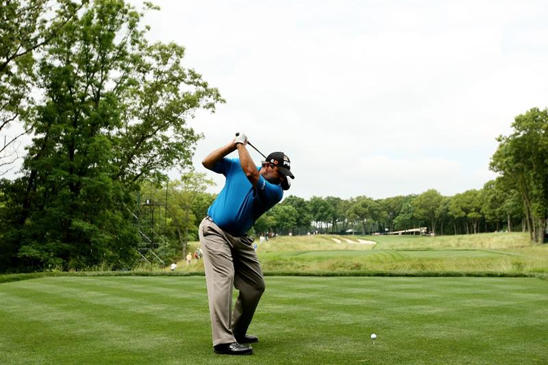 FARMINGDALE, NY - JUNE 15:  Angel Cabrera of Argentina hits a shot uring the first day of previews to the 109th U.S. Open on the Black Course at Bethpage State Park on June 15, 2009 in Farmingdale, New York.  (Photo by Andrew Redington/Getty Images)
