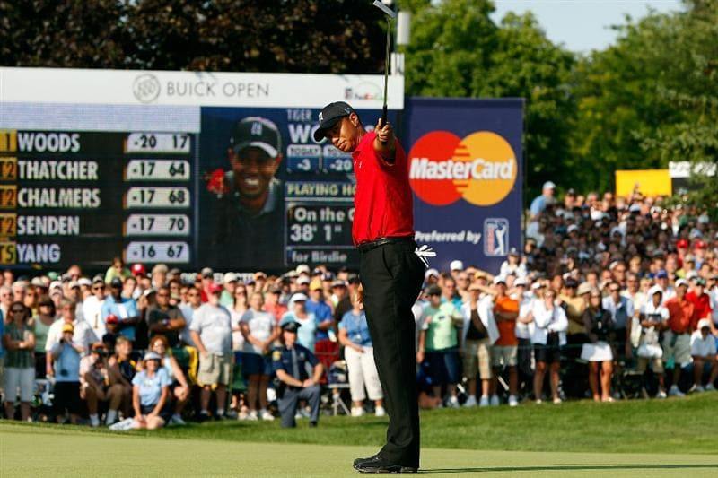 GRAND BLANC, MI - AUGUST 02:  Tiger Woods watches his putt on the 18th hole during the final round of the Buick Open at Warwick Hills Golf and Country Club on August 2, 2009 in Grand Blanc, Michigan.  (Photo by Chris Graythen/Getty Images)