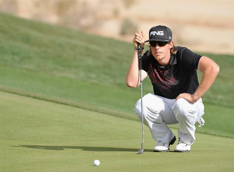 MARANA, AZ - FEBRUARY 25:  Hunter Mahan lines up his putt on the 16th hole during the third round of the Accenture Match Play Championship at the Ritz-Carlton Golf Club on February 25, 2011 in Marana, Arizona.  (Photo by Stuart Franklin/Getty Images)