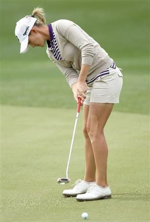 PHOENIX, AZ - MARCH 20:  Sarah Jane Smith of Australia putts on the tenth hole during the final round of the RR Donnelley LPGA Founders Cup at Wildfire Golf Club on March 20, 2011 in Phoenix, Arizona. (Photo by Stephen Dunn/Getty Images)