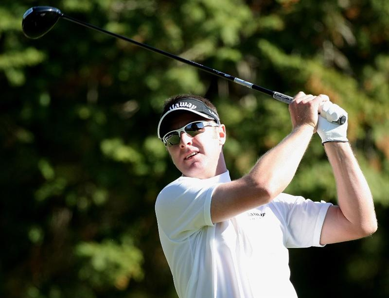 GOTENBA, JAPAN - NOVEMBER 14:  Brendan Jones of Australia plays a tee on the 3rd hole during the second round of Mitsui Sumitomo Visa Taiheiyo Masters at Taiheiyo Club on November 14, 2008 in Gotenba, Shizuoka, Japan.  (Photo by Koichi Kamoshida/Getty Images)