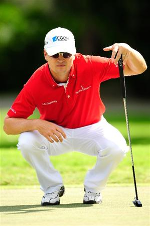 HONOLULU - JANUARY 17:  Zach Johnson looks over a shot on the 1st hole during the final round of the Sony Open at Waialae Country Club on January 17, 2010 in Honolulu, Hawaii.  (Photo by Sam Greenwood/Getty Images)