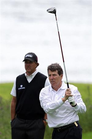 GLASGOW, SCOTLAND - JULY 07: (FILE PHOTO)  Phil Mickelson of the United States, watches as President of Barclays PLC Bob Diamond Jr., takes a tee shot during a Pro-Am prior to The Barclays Scottish Open at Loch Lomond on July 7, 2010 in Glasgow, Scotland.  It was announced March 7, 2011 that Bob Diamond, the new chief executive of British bank Barclays Plc  will be paid a bonus of GBP6.5 million  (USD10.6 million) for last year.   (Photo by David Cannon/Getty Images)