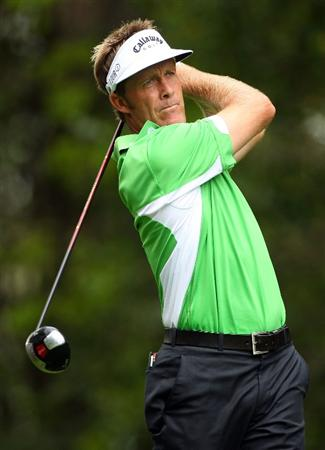 AUGUSTA, GA - APRIL 10:  Stuart Appleby of Australia hits his tee shot on the second hole during the second round of the 2009 Masters Tournament at Augusta National Golf Club on April 10, 2009 in Augusta, Georgia.  (Photo by Andrew Redington/Getty Images)