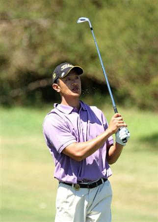 PERTH, AUSTRALIA - FEBRUARY 20:  Anthony Kang of USA plays his third shot at the 9th hole during the second round of the 2009 Johnnie Walker Classic tournament at the Vines Resort and Country Club on February 20, 2009, in Perth, Australia  (Photo by David Cannon/Getty Images)