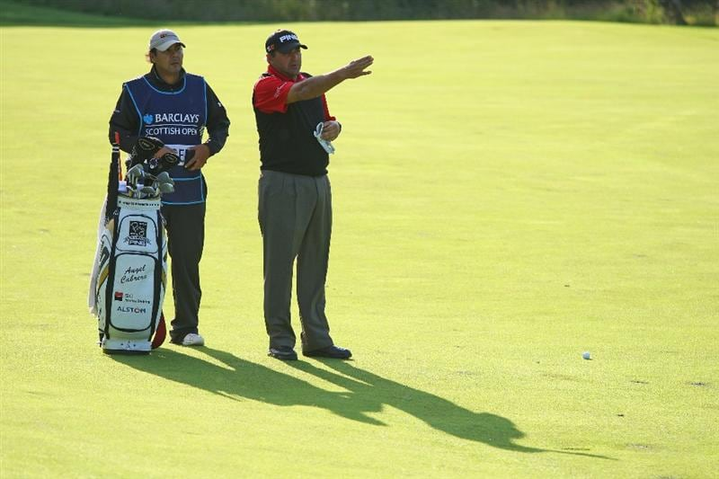 LUSS, UNITED KINGDOM - JULY 09:  Angel Cabrera of Argentina lines up a shot on the 10th hole with his caddie Ruben Yorio during the First Round of The Barclays Scottish Open at Loch Lomond Golf Club on July 09, 2009 in Luss, Scotland. (Photo by Andrew Redington/Getty Images)