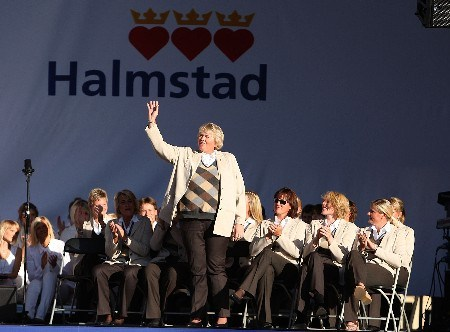 HALMSTAD, SWEDEN - SEPTEMBER 13:  Laura Davies waves to the crowd with her European teammates during the Opening Ceremony in the town square prior to the start of the Solheim Cup at on September 13, 2007 in Halmstad, Sweden.  (Photo by Andy Lyons/Getty Images)