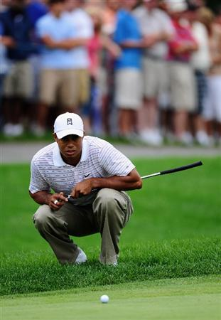 AKRON, OH - AUGUST 08:  Tiger Woods of USA lines up his putt on the first hole during the third round of the World Golf Championship Bridgestone Invitational on August 8, 2009 at Firestone Country Club in Akron, Ohio.  (Photo by Stuart Franklin/Getty Images)