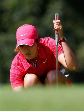 GUADALAJARA, MEXICO - NOVEMBER 15:  Michelle Wie of the United States lines up her birdie putt on the first green during the final round of the Lorena Ochoa Invitational Presented by Banamex and Corona at Guadalajara Country Club on November 15, 2009 in Guadalajara, Mexico.  (Photo by Kevin C. Cox/Getty Images)
