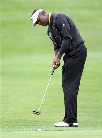 SAN FRANCISCO - OCTOBER 11:  Vijay Singh of Fiji and the International Team on the 1st green during the Day Four Singles Matches in The Presidents Cup at Harding Park Golf Course on October 11, 2009 in San Francisco, California  (Photo by David Cannon/Getty Images)