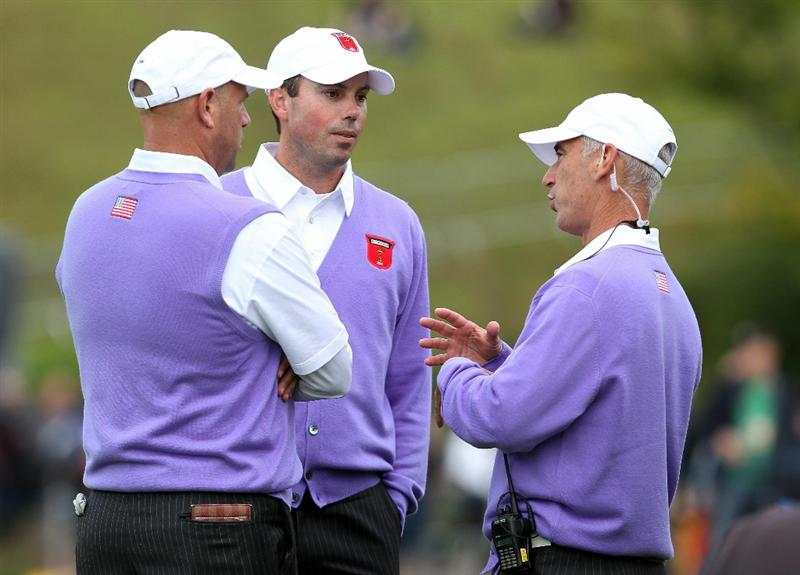 NEWPORT, WALES - OCTOBER 02:  USA Team Captain Corey Pavin (R) chats with Matt Kuchar and Stewart Cink during the rescheduled Afternoon Foursome Matches during the 2010 Ryder Cup at the Celtic Manor Resort on October 2, 2010 in Newport, Wales.  (Photo by Andy Lyons/Getty Images)