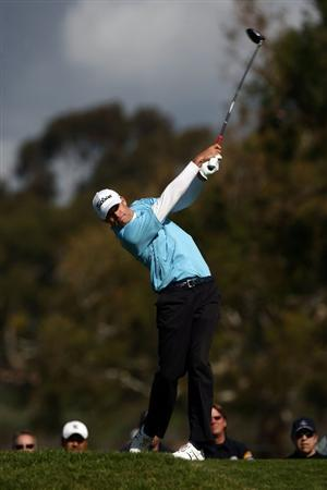 LA JOLLA, CA - FEBRUARY 08:  Nick Watney tees off the 2nd hole during the Final Round of the Buick Invitational at the Torrey Pines North Course on February 8, 2009 in La Jolla, California. (Photo by Donald Miralle/Getty Images)
