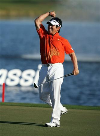 PALM BEACH GARDENS, FL - MARCH 08:  Y.E.Yang celebrates by after sinking the final putt and winning The Honda Classic at PGA National Resort and Spa on March 8, 2009 in Palm Beach Gardens, Florida.  (Photo by Doug Benc/Getty Images)