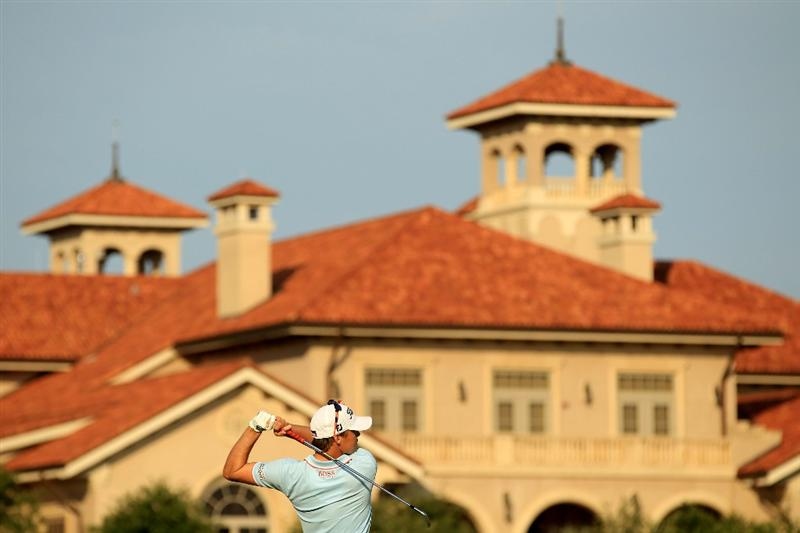 PONTE VEDRA BEACH, FL - MAY 14:  Nick Watney watches a shot on the practice ground during the third round of THE PLAYERS Championship held at THE PLAYERS Stadium course at TPC Sawgrass on May 14, 2011 in Ponte Vedra Beach, Florida.  (Photo by Streeter Lecka/Getty Images)
