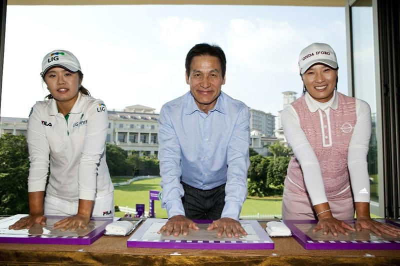 HAIKOU, CHINA - OCTOBER 29:  (L-R) Golfer He Yong Choi Of Korea, actor  Ahn Sung-Ki of Korea and golfer Se Ri Park of Korea put their hands or hand moulds during a press conference as part of the Mission Hills Star Trophy tournament at Mission Hills Resort on October 29, 2010 in Haikou, China. The Mission Hills Star Trophy is Asia's leading leisure liflestyle event and features Hollywood celebrities and international golf stars.  (Photo by Athit Perawongmetha/Getty Images for Mission Hills)
