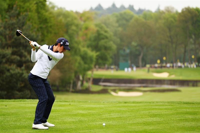 VIRGINIA WATER, ENGLAND - MAY 20:  Matteo Manassero of Italy tees off at the 8th hole during the first round of the BMW PGA Championship on the West Course at Wentworth on May 20, 2010 in Virginia Water, England.  (Photo by Richard Heathcote/Getty Images)