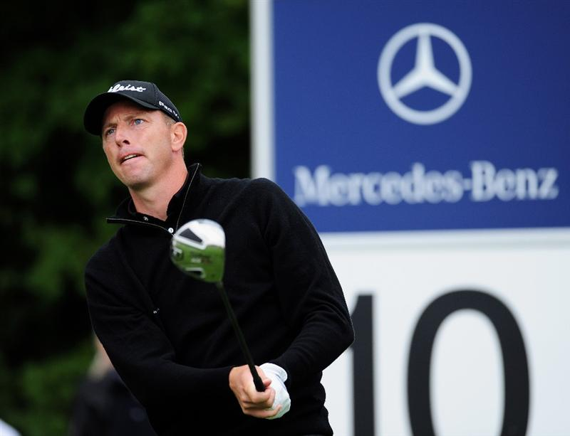 COLOGNE, GERMANY - SEPTEMBER 10:  Soren Hansen of Denmark watches his tee shot on the 10th hole during the first round of The Mercedes-Benz Championship at The Gut Larchenhof Golf Club on September 10, 2009 in Cologne, Germany.  (Photo by Stuart Franklin/Getty Images)