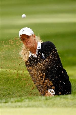SUGAR GROVE, IL - AUGUST 21:  Suzann Pettersen of the European chips out of a bunker on the fourth hole during the Friday morning Fourball matches at the 2009 Solheim Cup at Rich Harvest Farms on August 21, 2009 in Sugar Grove, Illinois.  Paula Creamer and Cristie Kerr of the U.S. Team defeated Suzann Pettersen and Sophie Gustafson of the European Team.  (Photo by Chris Graythen/Getty Images)